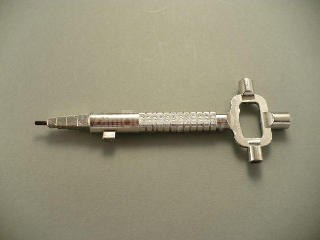 Multifunkčný kľúč štvorhran